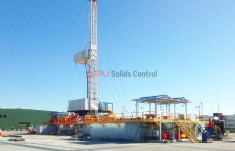Solids control system design for offshore well drilling