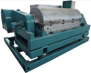 Hydraulic decanter centrifuge